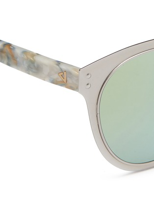 Detail View - Click To Enlarge - STEPHANE + CHRISTIAN - 'Adora' pearlescent temple metal front mirror sunglasses
