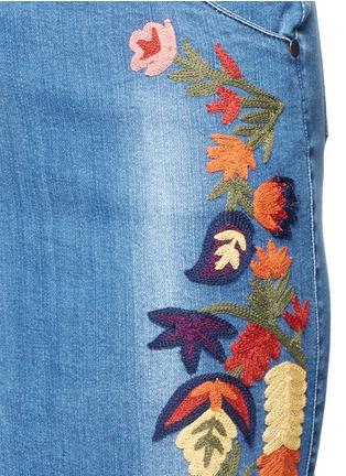 Detail View - Click To Enlarge - alice + olivia - 'Samir' floral embroidery denim pencil skirt