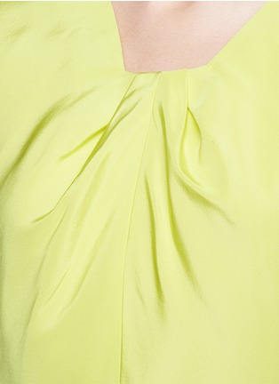 Detail View - Click To Enlarge - OSCAR DE LA RENTA - Pleat squared neck silk twill top