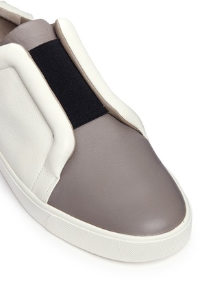 Detail View - Click To Enlarge - Vince - 'Caden' colourblock leather slip-on sneakers