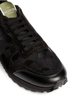 Detail View - Click To Enlarge - Valentino - Camouflage print suede leather sneakers