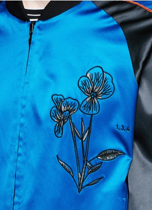 Detail View - Click To Enlarge - Saam1 - 'Violet' tiger embroidery souvenir jacket