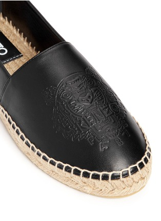 Detail View - Click To Enlarge - KENZO - Embossed tiger head leather espadrille slip-ons