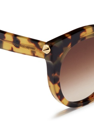Detail View - Click To Enlarge - Alexander McQueen - 'Piercing Bar' round tortoiseshell acetate sunglasses