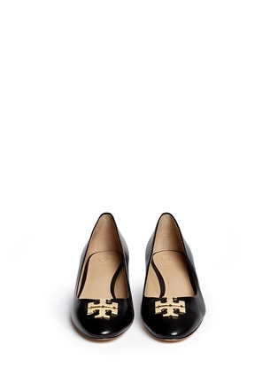 Figure View - Click To Enlarge - Tory Burch - 'Raleigh' metal logo leather pumps
