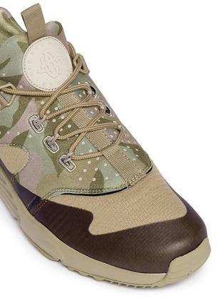 Detail View - Click To Enlarge - NIKE - 'Nike Air Huarache Utility' camouflage print sneakers