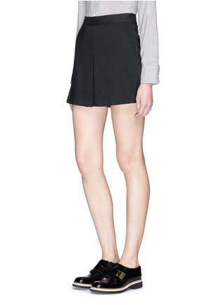 Front View - Click To Enlarge - Theory - 'Taminara' inverted pleat linen shorts