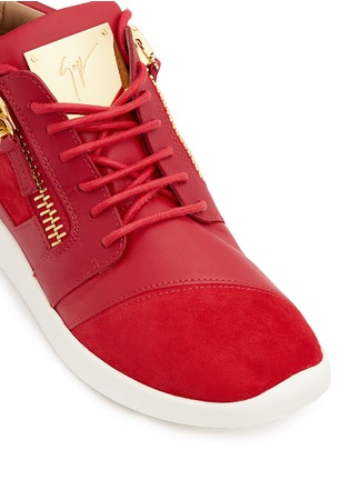 Detail View - Click To Enlarge - 73426 - 'Runner' suede trim leather zip sneakers