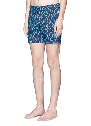 Figure View - Click To Enlarge - DANWARD - Mid length arrow print swim shorts