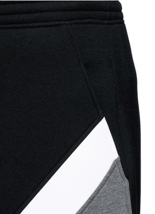 Detail View - Click To Enlarge - Neil Barrett - 'Modernist' colourblock bonded jersey shorts