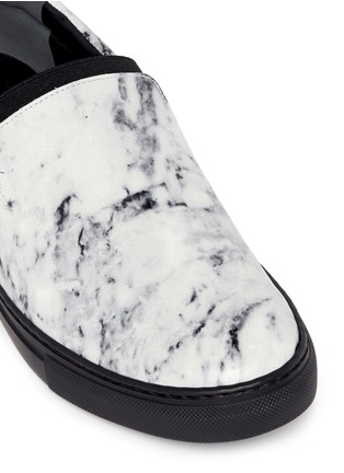Detail View - Click To Enlarge - Balenciaga - Elastic strap marble print leather skate slip-ons