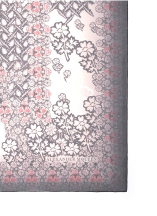 Detail View - Click To Enlarge - Alexander McQueen - Daisy skull print silk scarf
