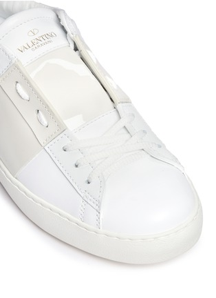 Detail View - Click To Enlarge - Valentino - Colourblock leather combo stud sneakers