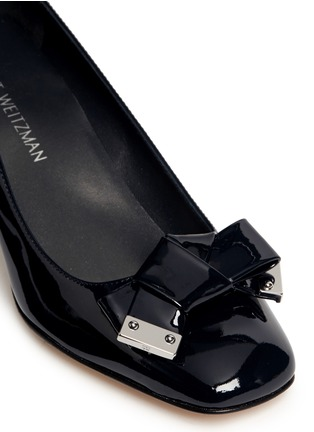 Detail View - Click To Enlarge - Stuart Weitzman - 'Bold Fore' bow patent leather pumps