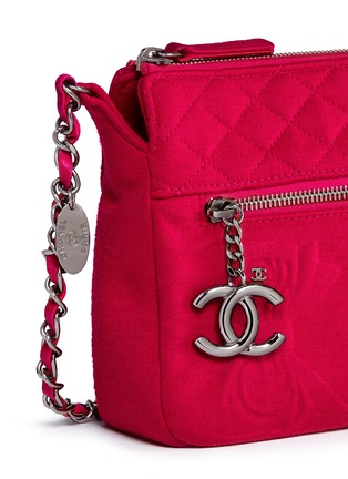 Detail View - Click To Enlarge - VINTAGE CHANEL - Embossed quilted cotton zip bag