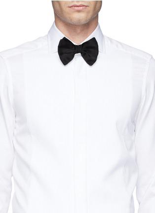 Figure View - Click To Enlarge - Armani Collezioni - Silk bow tie
