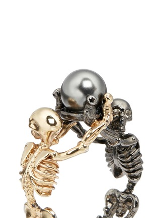 Detail View - Click To Enlarge - Alexander McQueen - Swarovski pearl double skeleton ring
