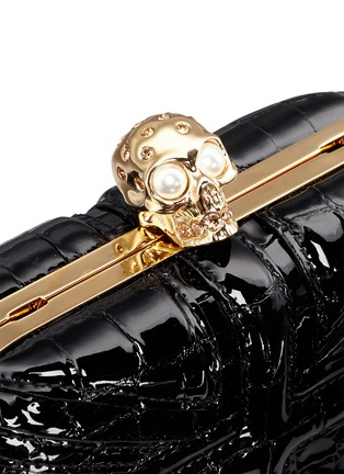 Detail View - Click To Enlarge - Alexander McQueen - 'Britannia' Union Jack skull leather box clutch