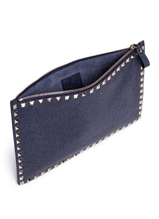 Detail View - Click To Enlarge - VALENTINO - 'Rockstud' large leather flat zip pouch