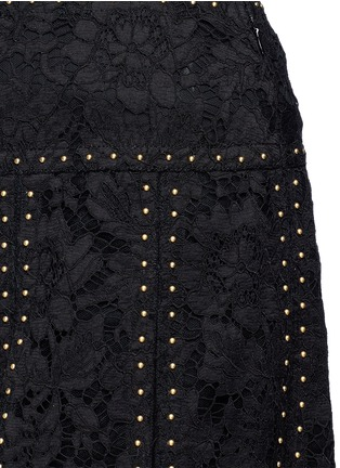 Detail View - Click To Enlarge - Valentino - Stud floral guipure lace godet skirt