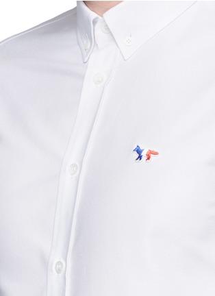 Detail View - Click To Enlarge - Maison Kitsuné - Fox logo embroidery cotton Oxford shirt