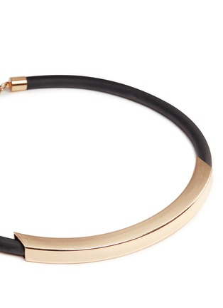 Detail View - Click To Enlarge - Kenneth Jay Lane - Curved bar pendant rubber necklace