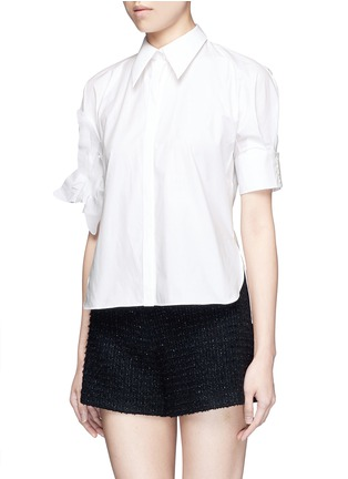 Front View - Click To Enlarge - DELPOZO - Starched floral appliqué brooch poplin shirt