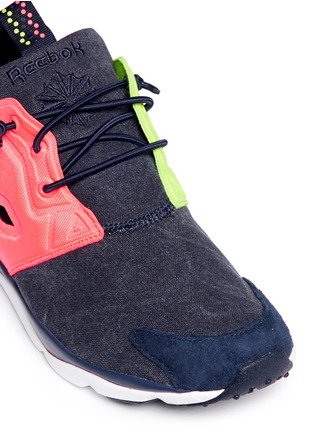 Detail View - Click To Enlarge - Reebok - 'Furylite Asymmetrical' contrast panel sneakers