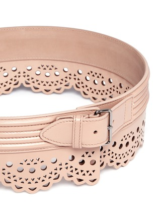 Detail View - Click To Enlarge - Alaïa - 'Mini Vienne' lasercut scalloped piped leather belt
