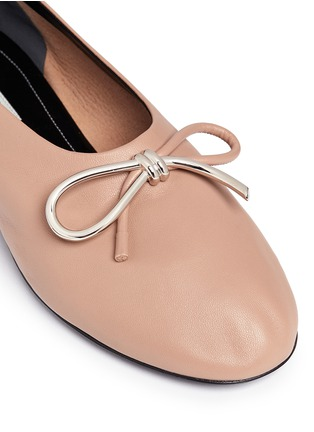 Detail View - Click To Enlarge - Balenciaga - Metal bow nappa leather ballerina flats