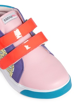Detail View - Click To Enlarge - Sophia Webster - 'Riley' mix tropical print mid top toddler sneakers