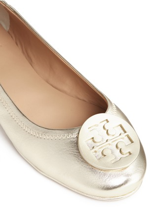 Detail View - Click To Enlarge - Tory Burch - 'Minnie Travel' metallic leather ballet flats