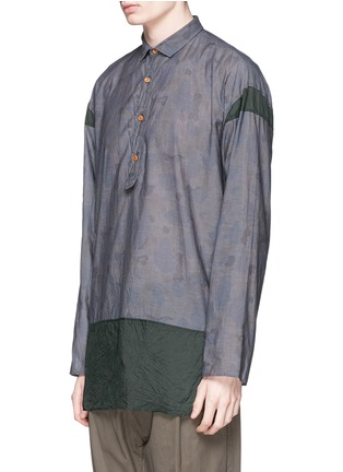 Front View - Click To Enlarge - kolor - Camouflage print contrast hem chambray shirt