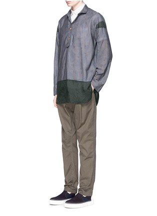 Figure View - Click To Enlarge - kolor - Camouflage print contrast hem chambray shirt