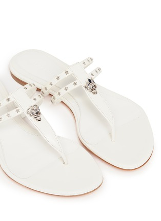 Detail View - Click To Enlarge - ALEXANDER MCQUEEN - King skull and star stud leather thong sandals