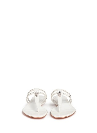 Front View - Click To Enlarge - ALEXANDER MCQUEEN - King skull and star stud leather thong sandals