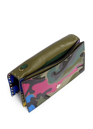 Detail View - Click To Enlarge - Valentino - Camouflage print leather canvas flap clutch