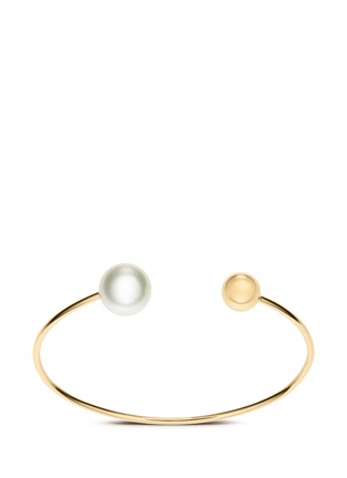 Main View - Click To Enlarge - Sophie Bille Brahe - 'Deesse Petite Perle' 14k yellow gold pearl cuff