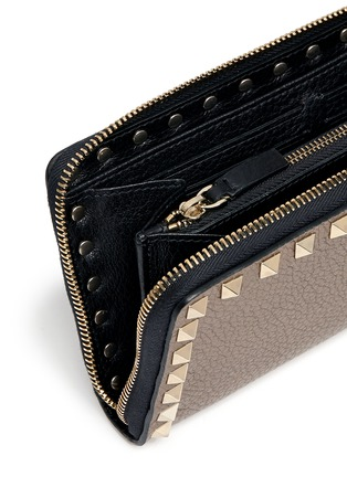 Detail View - Click To Enlarge - VALENTINO - Rockstud' metallic leather zip continental wallet