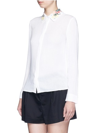 Front View - Click To Enlarge - alice + olivia - 'Saira' floral embroidered collar crépon shirt