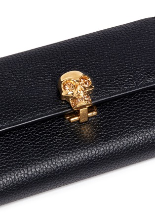 Detail View - Click To Enlarge - Alexander McQueen - Skull clasp leather French wallet