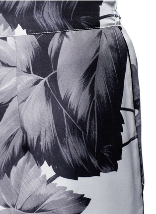 Detail View - Click To Enlarge - F.R.S FOR RESTLESS SLEEPERS - 'Crono' greyscale leaf print silk pyjama pants