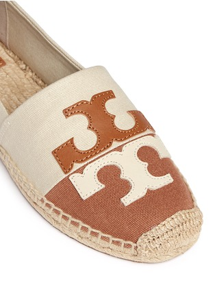Detail View - Click To Enlarge - Tory Burch - 'Jamie' leather logo colourblock canvas espadrille slip-ons