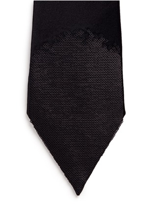 Detail View - Click To Enlarge - Alexander McQueen - Embellished pointy silk tie