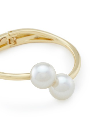 Detail View - Click To Enlarge - Kenneth Jay Lane - Twin glass pearl bangle
